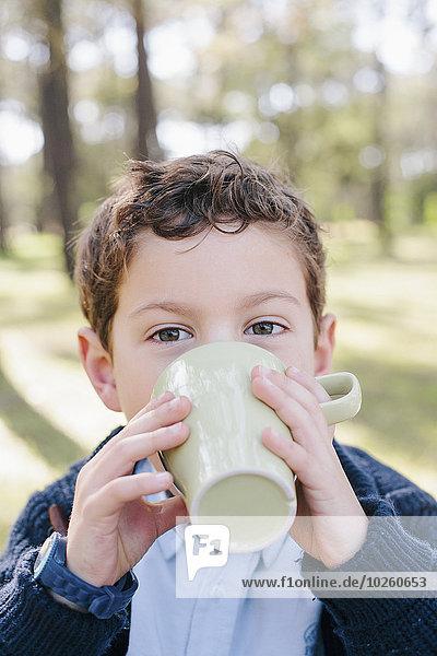 Portrait,Junge - Person,Wald,Close-up,trinken,Kaffee
