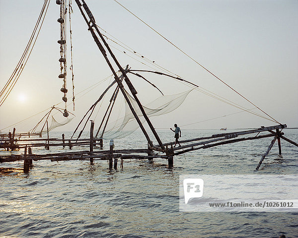 entfernt,Mann,gehen,Sonnenuntergang,Meer,Netz,angeln,Mittelpunkt,Ansicht