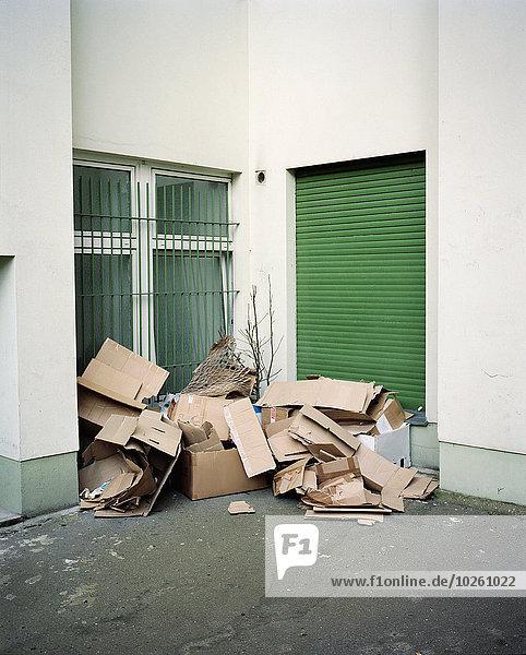 Außenaufnahme,Gebäude,verlassen,Gegenstand,Pappe
