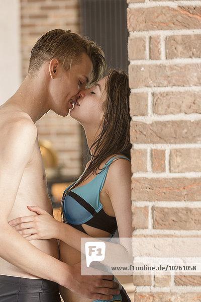 Wand,küssen,Badebekleidung,Ziegelstein,Ansicht,Seitenansicht