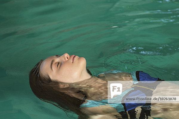 junge Frau,junge Frauen,Schönheit,fließen,Schwimmbad