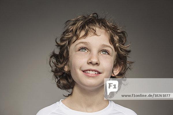 grau,Junge - Person,über,Hintergrund,Close-up,Nachdenklichkeit