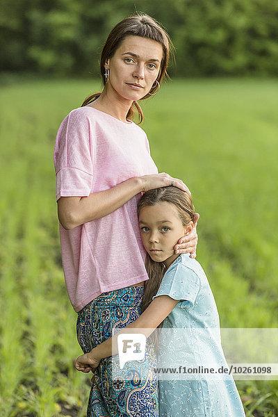 Portrait,umarmen,Feld,Mädchen,Mutter - Mensch
