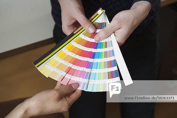 Farbaufnahme,Farbe,Büro,Mittlerer Ausschnitt,Kollege,Stoff,Business