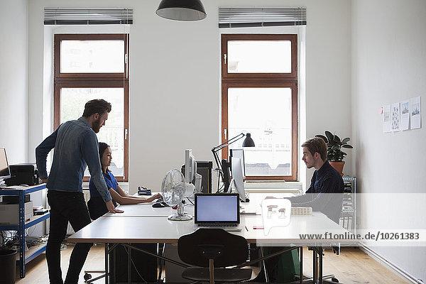Computer,Schreibtisch,Mensch,Büro,Menschen,arbeiten,Business