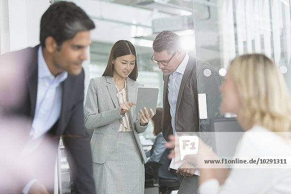 Mensch,Geschäftsbesprechung,Menschen,teilen,Zimmer,Tablet PC,Business,Konferenz