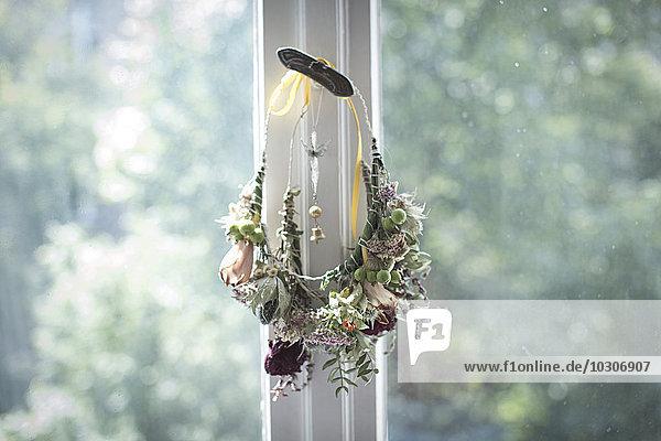 aufhängen,basteln,binden,Blume,Blumenkranz,blühen