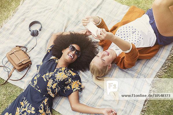 Freundschaft,Entspannung,nehmen,Decke,Gras