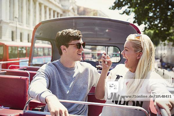 Freundin,Freund,Begeisterung,fotografieren,Omnibus,Doppelstockwagen