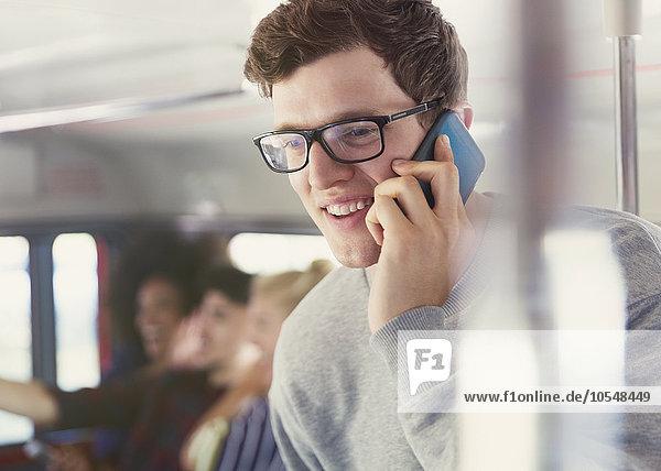 Handy,Mann,sprechen,Brille,lächeln,Omnibus