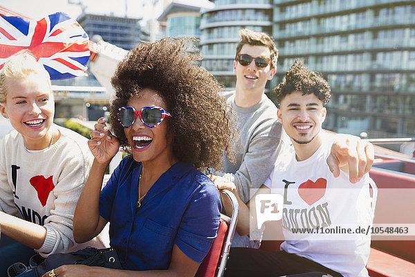 Portrait,Freundschaft,Begeisterung,Fahne,Omnibus,britisch