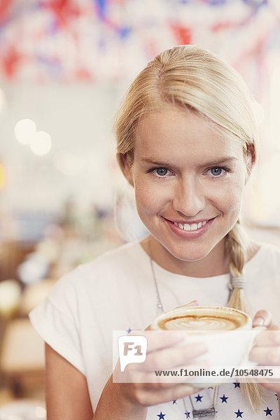 Portrait,Frau,Close-up,trinken,blond,Cappuccino