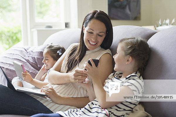 Handy,Notebook,Couch,Tablet PC,Tochter,Mutter - Mensch