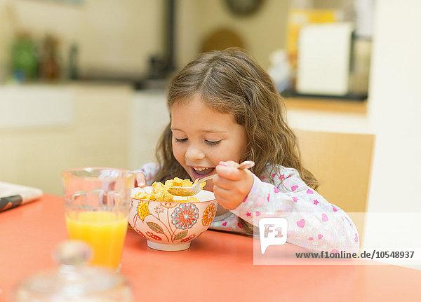 Getreide,essen,essend,isst,Mädchen,Tisch,Frühstück