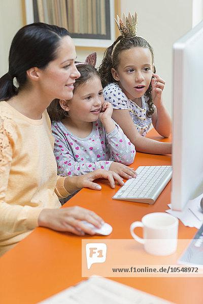benutzen,Computer,Tochter,Mutter - Mensch