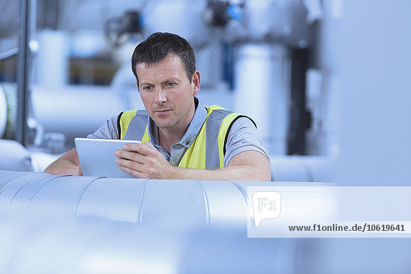 benutzen,arbeiten,Tablet PC,Fabrikgebäude