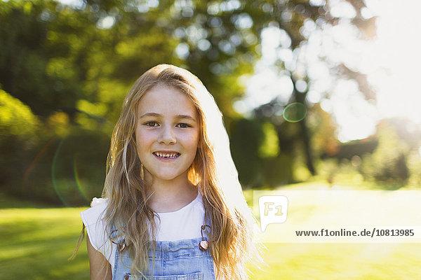 Portrait,lächeln,Garten,Sonnenlicht,Mädchen