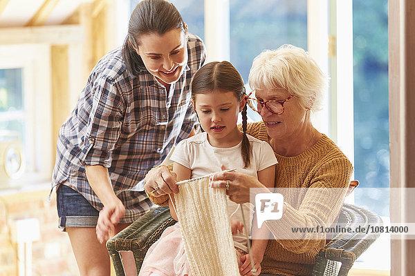 unterrichten,Enkeltochter,Großmutter,stricken