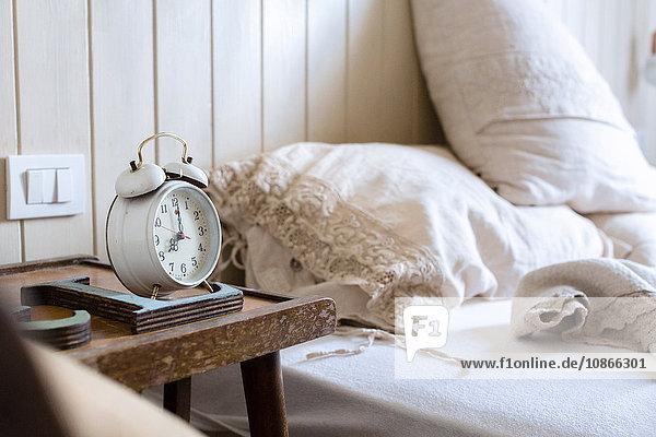 Alarm,Bett,Betttuch,Bettwäsche,Bettzeug,chiffre