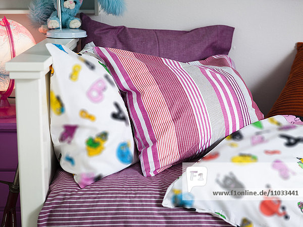 Anschnitt,Bauwerk,Bett,bunt,Close-up,Dekoration