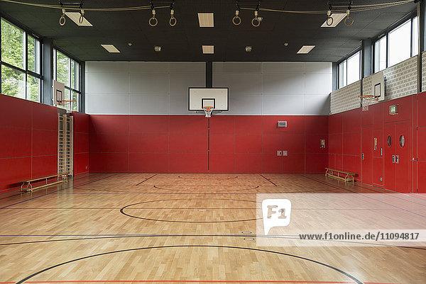Abwesenheit,Architektur,aufhängen,Basketball,Basketball-Spielball,Basketballkorb