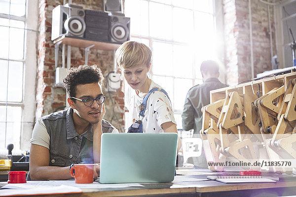angelehnt,Anschnitt,Ansicht,Anzahl,arbeiten,Arbeitswelt