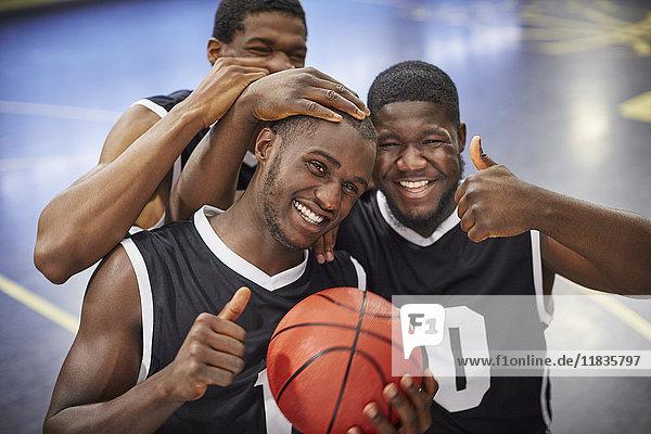 Afrikaner,Afroamerikaner,Ansicht,Athlet,Ballsportart,Basketball