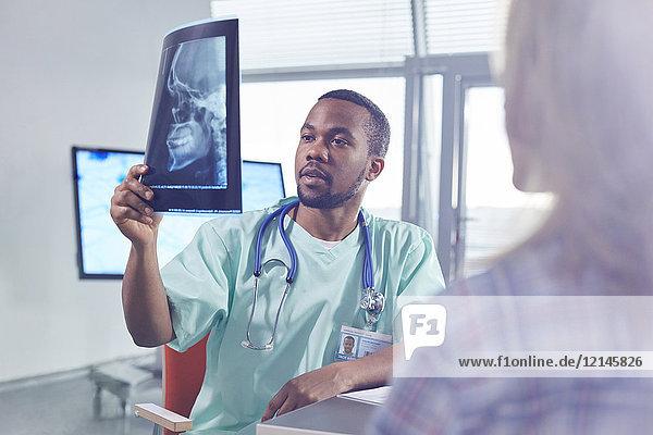 Afrikaner,Afroamerikaner,arbeiten,Arbeitswelt,Arzt,benutzen