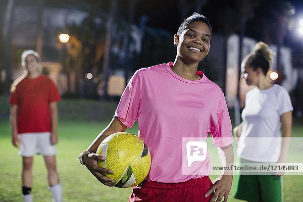 Agrarland,Ansicht,Athlet,Außenaufnahme,Ball,Ballsportart