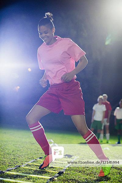 Agrarland,Ansicht,Anstrengung,Athlet,Außenaufnahme,Ballsportart