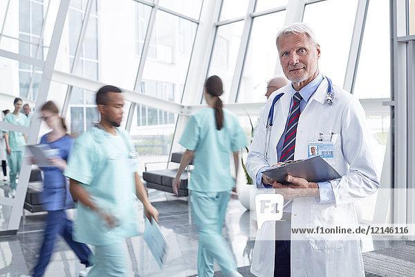 Aktiver Senior,Ansicht,arbeiten,Arbeitswelt,Arzt,Befriedigung