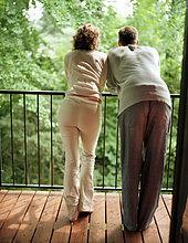stehend,Balkon,Rückansicht,Ansicht