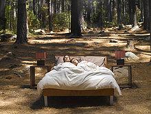 Laubwald,Außenaufnahme,Bett,schlafen,freie Natur