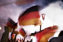 Mensch,Menschen,Nebel,Fahne,winken,deutsch