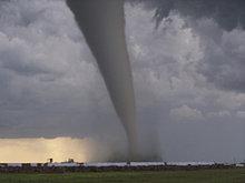 F5 Tornado touches down in Elie, Manitoba.