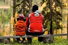 Einer Frau und eines Kindes Jagd, Schweden.