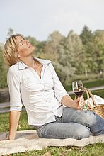 Frau ,Glas ,Wein ,halten