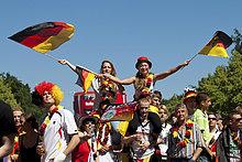 Fans jubeln beim Achtelfinale der Fußball WM 2010 auf der Berliner Fanmeile, Berlin, Deutschland, Europa