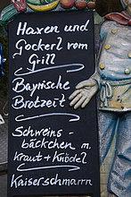 Mit Kreide auf einer Schiefertafel geschriebenes Speiseangebot