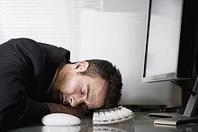 Schreibtisch,Geschäftsmann,schlafen