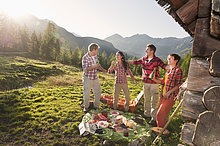 nahe ,Hütte ,Frau ,Mann ,Picknick ,Sonnenuntergang ,Berg ,Salzburger Land