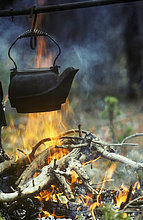 Kaffee über ein Cowboy Lagerfeuer, British Columbia, Kanada.