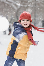 lächeln ,Junge - Person ,spielen ,Schnee