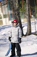 Junge - Person ,Hispanier ,spielen ,Schnee