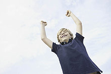 Fröhlichkeit ,Junge - Person ,heben ,Himmel ,jung