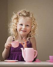 Vereinigte Staaten von Amerika, USA ,Essgeschirr ,Spielzeug ,2-3 Jahre, 2 bis 3 Jahre ,Mädchen ,spielen ,Utah