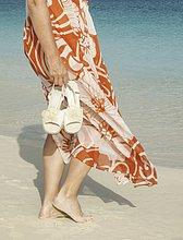 Spur ,Anschnitt ,Frau ,Badeanzug ,Karibik ,Westindische Inseln ,Mittelamerika ,bedecken ,schießen ,Menschlicher Oberkörper ,Turks- und Caicos-Inseln