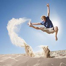 Energie, energiegeladen ,Mann ,springen ,Sand