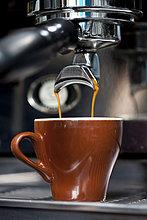 eingießen, einschenken ,schießen ,Espresso