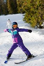 Mädchen beim Skifahren